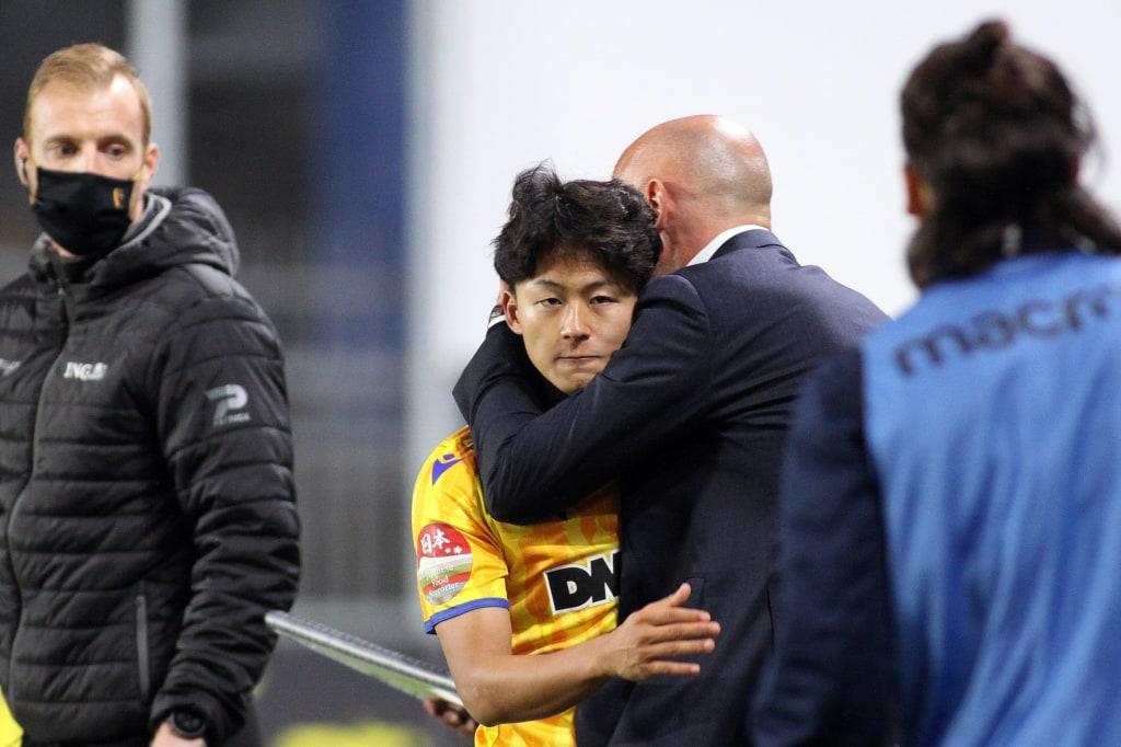 STVV-coach Muscat knuffelt Lee